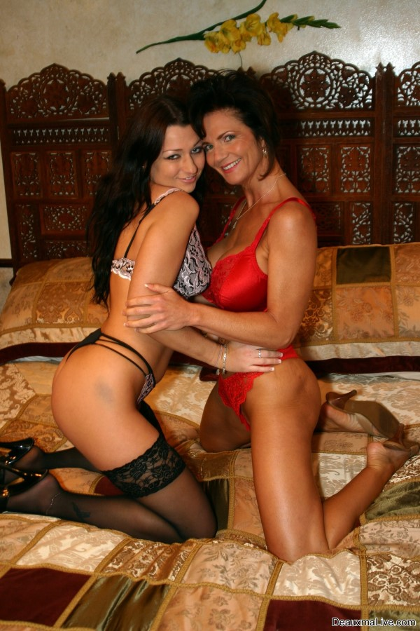 Deauxma sex lesbians with sex chick in lingerie